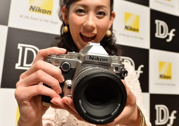 Kompakty, lustrzanki czy bezlusterkowce - które aparaty sprzedawały się najlepiej w 2013 roku? /AFP