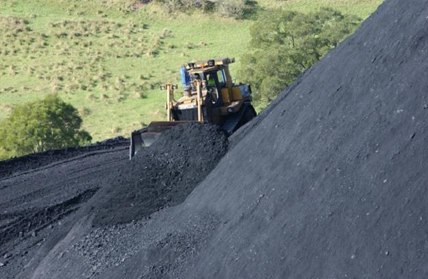 Kompania Węglowa musi sprzedać  3 mln ton węgla ze zwałów /AFP