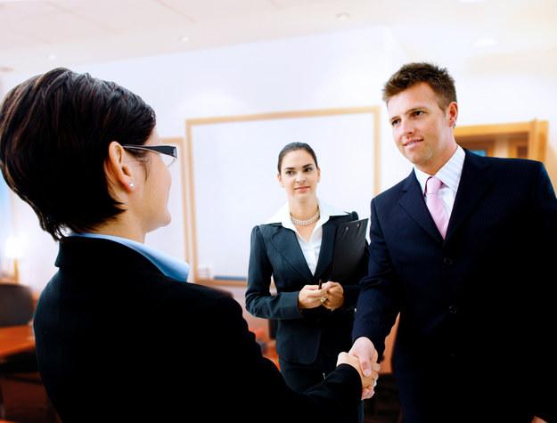 Kompetencje takie jak łatwość nawiązywania kontaktu z innymi, sprawne negocjowanie czy kreatywność, to doskonały atut, nie tylko w pracy, ale także w życiu. /© Panthermedia