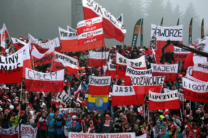 Komplet kibiców oglądał konkurs na Wielkiej Krokwi w Zakopanem /fot. Grzegorz Momot /PAP