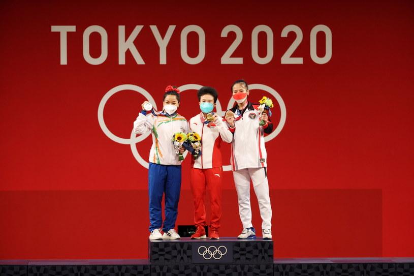 Komplet medalistek po rywalizacji sztangistek w kategorii do 49 kg /PAP