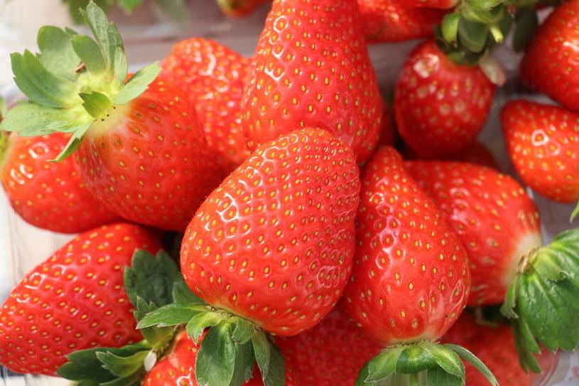 Kompost korzystnie wpływa na smak owoców /123RF/PICSEL