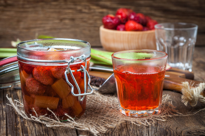 Kompoty domowej roboty z sezonowych owoców mogą być znakomitym dodatkiem do obiadu o każdej porze roku /123RF/PICSEL