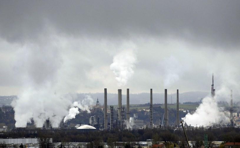Kompromis przewiduje zaostrzenie polityki klimatycznej UE /AFP