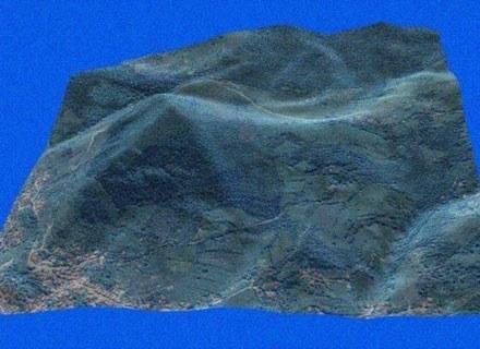 Komputerowa symulacja wyglądu fragmentu doliny z piramidą sporządzona na podstawie danych satelitarn /MWMedia