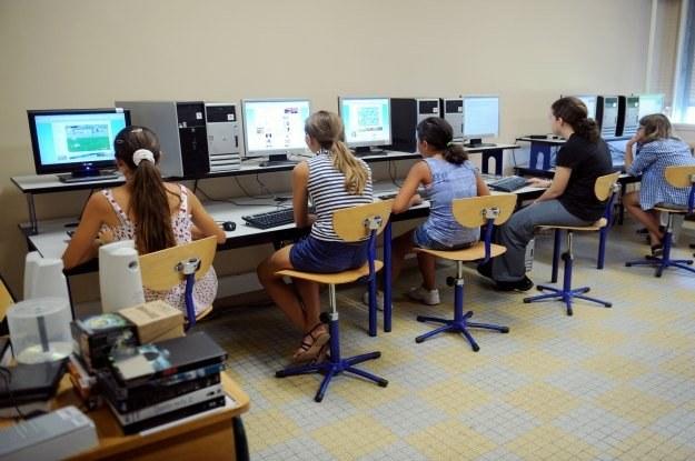 Komputery w szkole to konieczność. Komputer ucznia na lekcji - już niekoniecznie /AFP