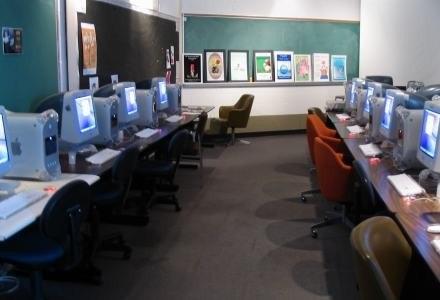 Komputery w szkole to nic nadzwyczajnego. Elektroniczne dziennik to egzotyka   fot. Richard Karrer /stock.xchng