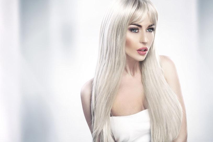 Komu pasują siwe włosy, a kto powinien sie ich wystrzegać? /123RF/PICSEL