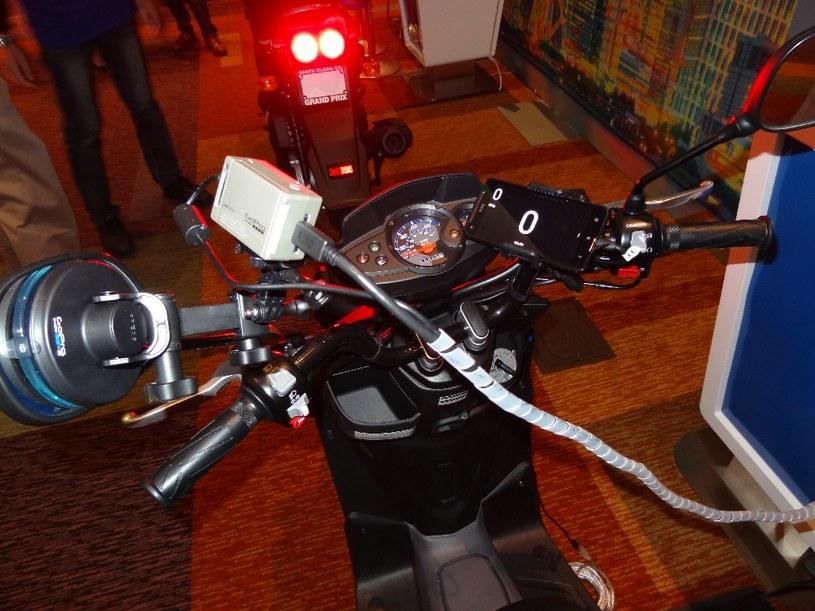 Komunikacja i współpraca między samochodami i motocyklami może być pierwszym krokiem do zapobiegania kolizjom /materiały prasowe