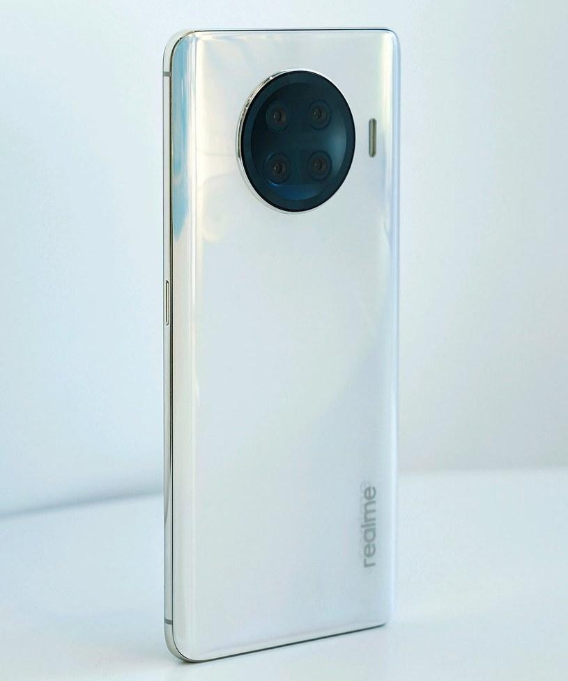 Koncepcyjna grafika nowego smartfonu Realme ze Snapdragonem 888 /materiały prasowe