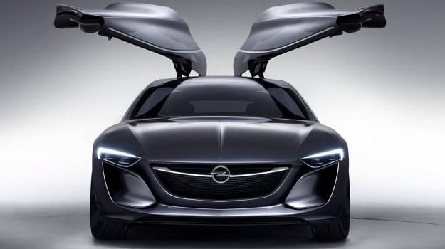 Koncepcyjny Opel Monza mierzy 469 cm długości, o 14 cm mniej od 5-drzwiowej Insignii. /Opel