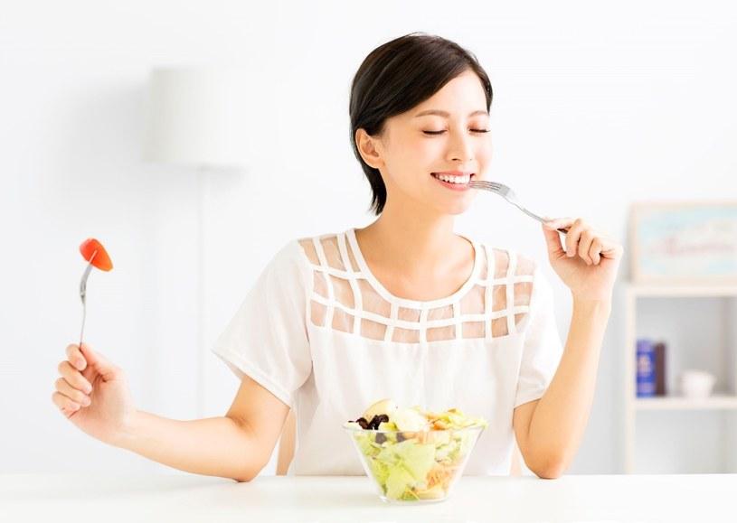 Koncept diety FODMAP opiera się na redukcji obecności niektórych węglowodanów z jadłospisu /123RF/PICSEL