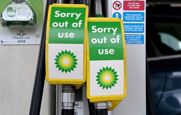 Koncern BP poinformował o czasowym zamknięciu niektórych stacji /FACUNDO ARRIZABALAGA /PAP/EPA