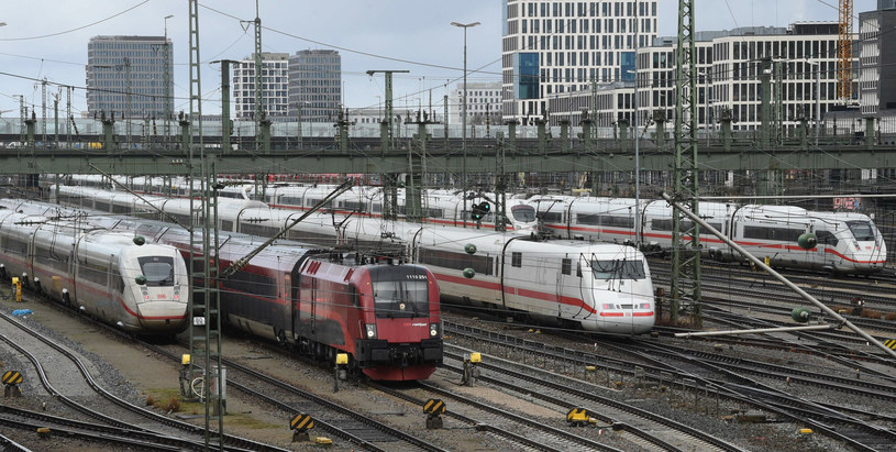 Koncern Deutsche Bahn nie jest jednak w sensie prawnym następcą Reichsbahn /CHRISTOF STACHE /East News