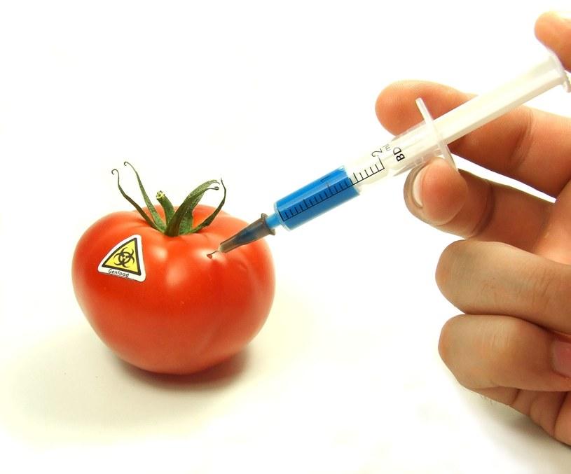 Koncerny spożywcze często - kierując się zyskami - zatruwają nasz organizm /123RF/PICSEL