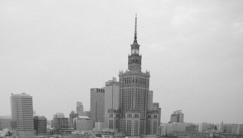 Kondukt z trumną prezydenta Lecha Kaczyńskiego na ulicach Warszawy
