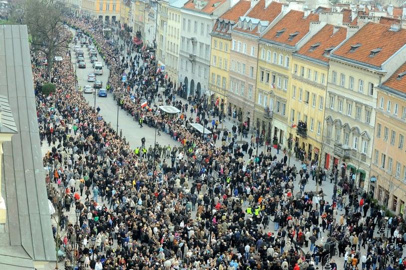 Kondukt żałobny z ciałem prezydenta /Piotr Wygoda /East News