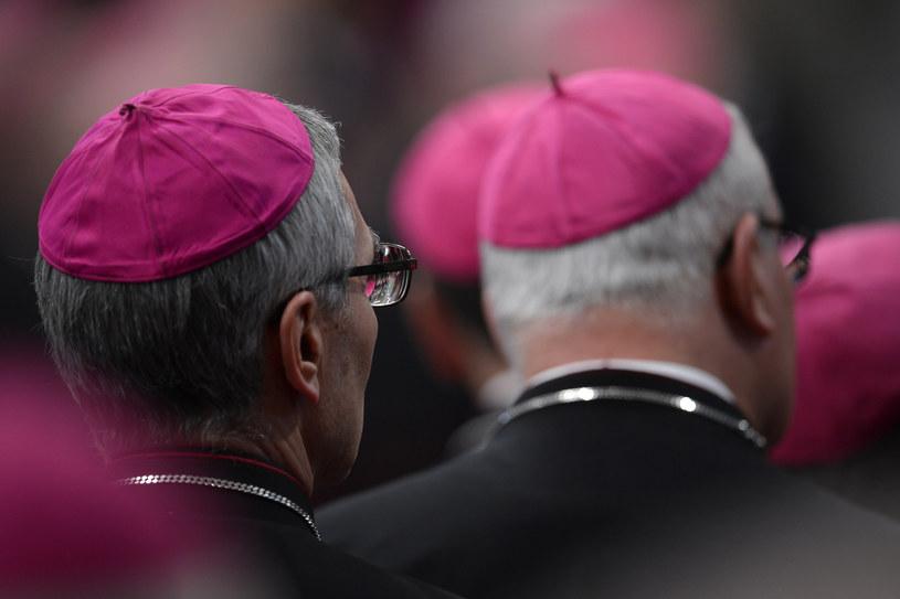 Konferencja Episkopatu Włoch uznała, że biskup nie musi zawiadamiać prokuratury o pedofilii /FILIPPO MONTEFORTE /AFP
