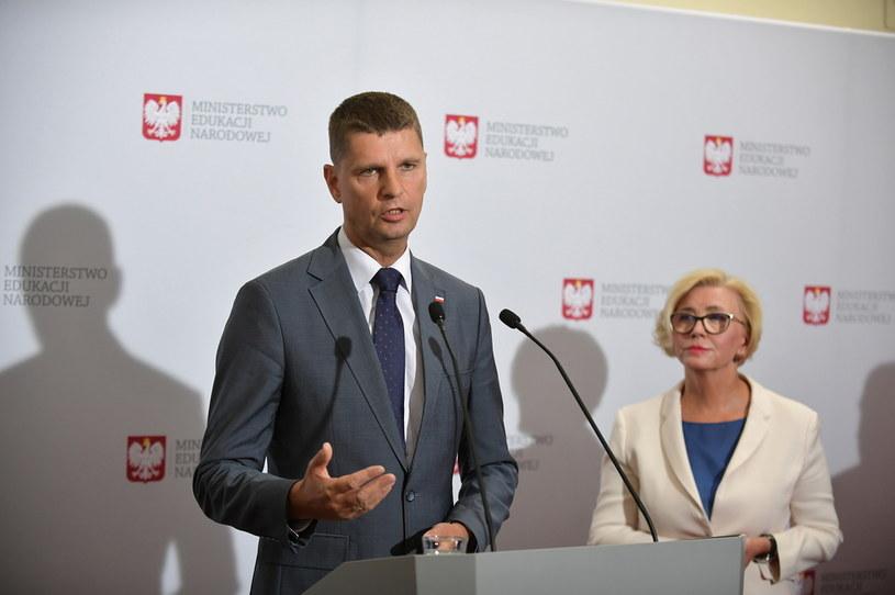 Konferencja ministra Dariusza Piontkowskiego / Marcin Obara  /PAP
