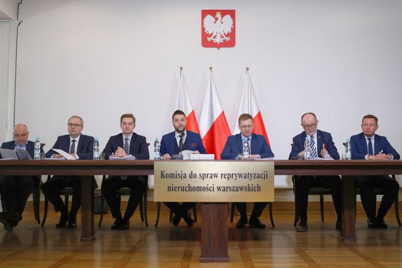 Konferencja prasowa po niejawnym posiedzeniu komisji w sprawie nieruchomości położonej przy ul. Hożej / Leszek Szymański    /PAP