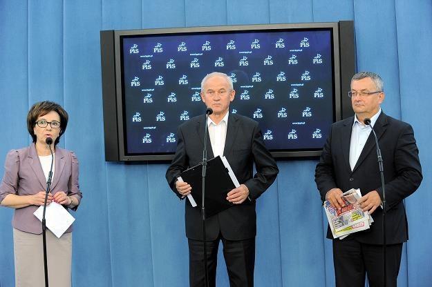Konferencja prasowa pt. Sprzedaż spółki PKP Energetyka... Z lewej rzecznik PiS Elżbieta Witek /PAP