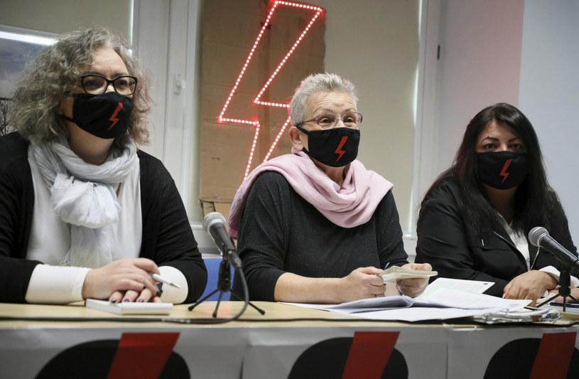 Konferencja prasowa Strajku Kobiet, na zdjęciu: Marta Lempart, Monika Platek, Agnieszka Czerederecka / Jakub Kamiński    /East News