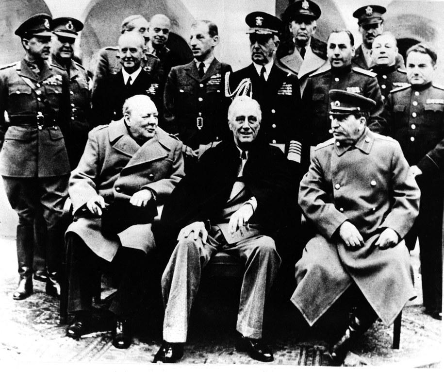 Konferencja w Jałcie, luty 1945. Nz. od lewej: premier Wielkiej Brytanii Winston Churchill, prezydent USA Franklin Delano Roosevelt, przywódca ZSRR Józef Stalin /CAF /PAP