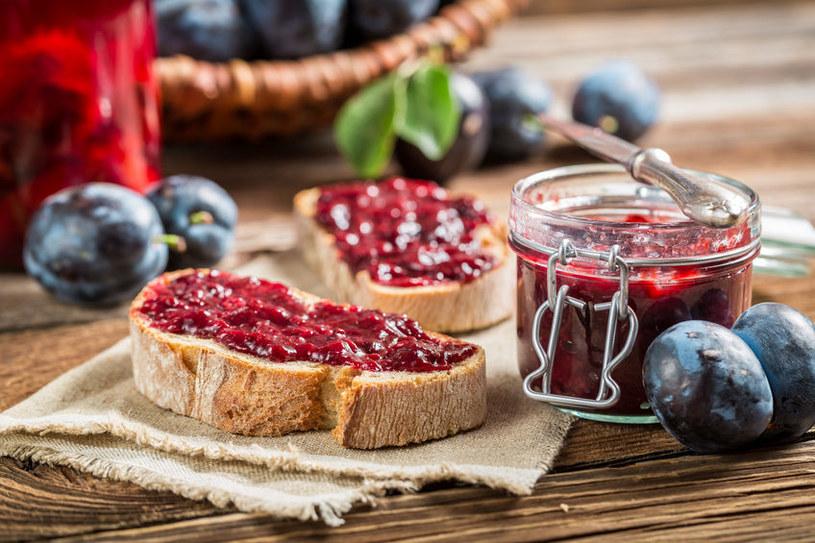 Konfitura śliwkowa wybornie smakuje z tostami, goframi czy naleśnikami /123RF/PICSEL