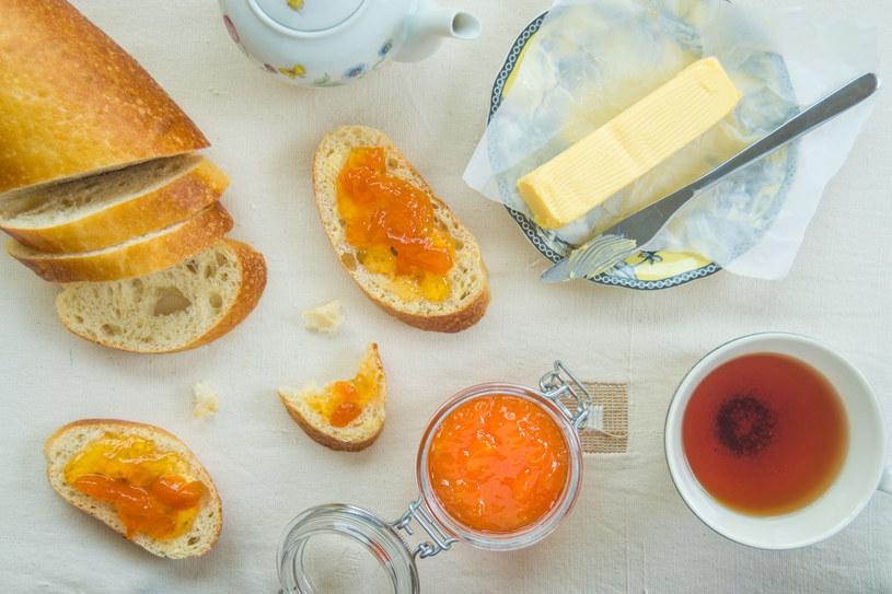 Konfitury morelowe są idealne na śniadanie /123RF/PICSEL