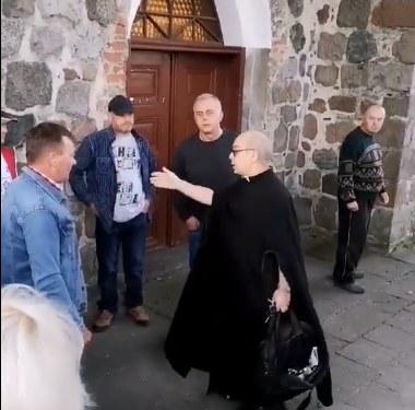 Konflikt parafian z księdzem /facebook.com