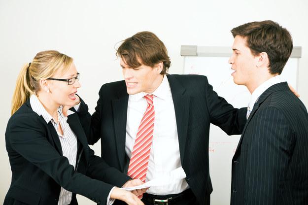 Konflikt w zespole to duży problem dla przełożonego /© Bauer
