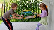 Konflikty rówieśników: Interweniować czy dać dzieciom możliwość samodzielnego zmierzenia się?