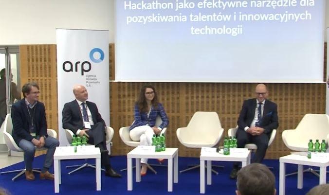 """Kongres 590, debata """"Hackathon jako efektowne narzędzie dla pozyskiwania talentów"""" /INTERIA.PL"""
