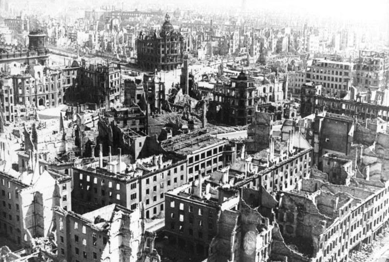 Konie z Janowa ewakuowano w 1945 roku w kierunku Drezna, które zostało zniszczone w połowie lutego /Domena publiczna /INTERIA.PL/materiały prasowe