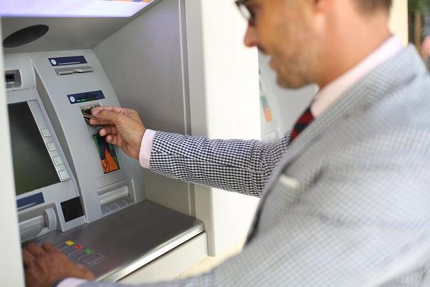 Koniec darmowych bankomatów? /©123RF/PICSEL