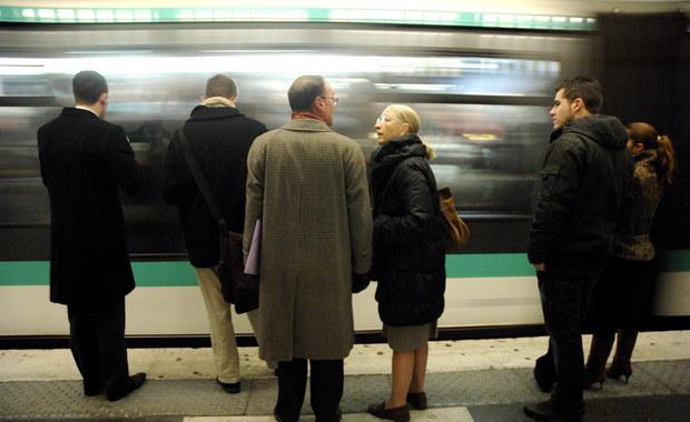 Koniec papierowych biletów na metro w Paryżu