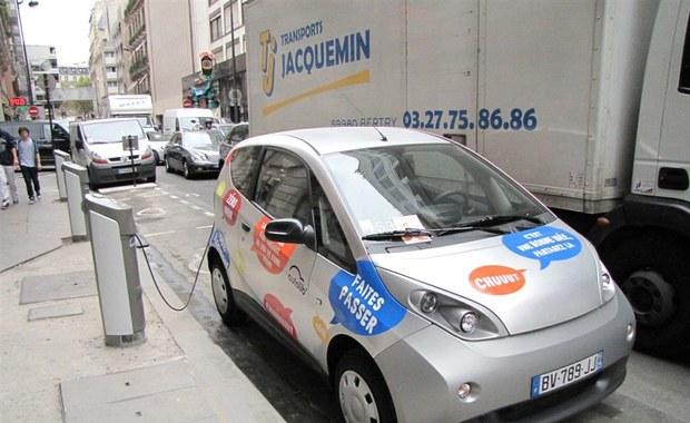 Koniec samoobsługowych wypożyczalni samochodów w Paryżu. Zawinili klienci