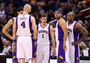 Koniec serii porażek Suns, udany finisz Gortata