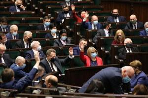 Koniec z rodzinami polityków w radach nadzorczych państwowych spółek. Delegaci PiS przyjęli uchwałę