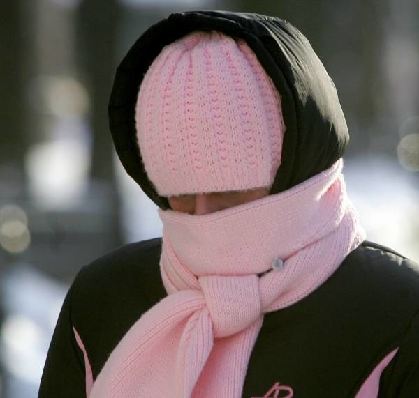 Koniecznie trzeba zadbać o ciepłe buty i czapki /AFP