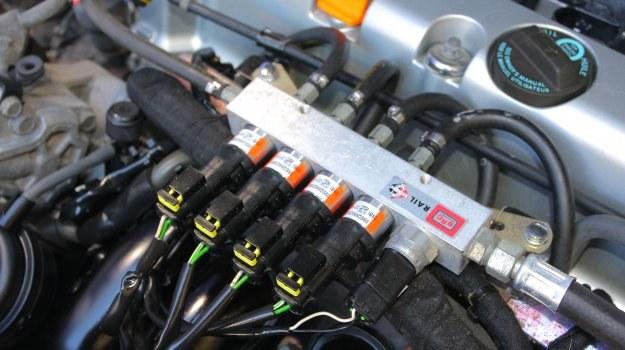 Konieczność ręcznej regulacji luzów zaworowych może wykluczać opłacalność montażu instalacji LPG. /Motor