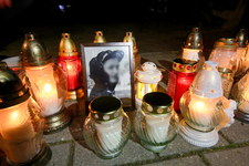 Konin: Zgromadzenie przy budynku policji w związku ze śmiercią 21-latka