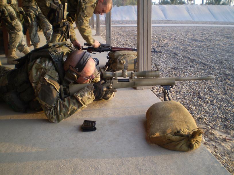 """""""Koniu"""" strzela z karabinu wyborowego M24 SWS. 2008 rok /archiwum prywatne"""