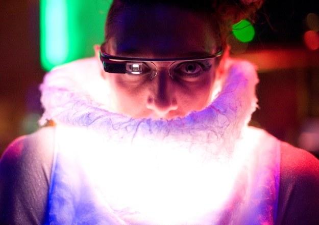 Konkurencja dla Google Glass nadchodzi. Oto przyszłość urządzeń mobilnych? /AFP