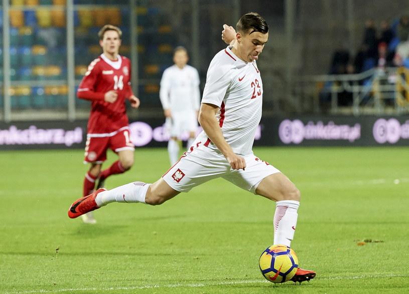 Konrad Michalak strzela na 1-0 /Adam Warżawa /PAP