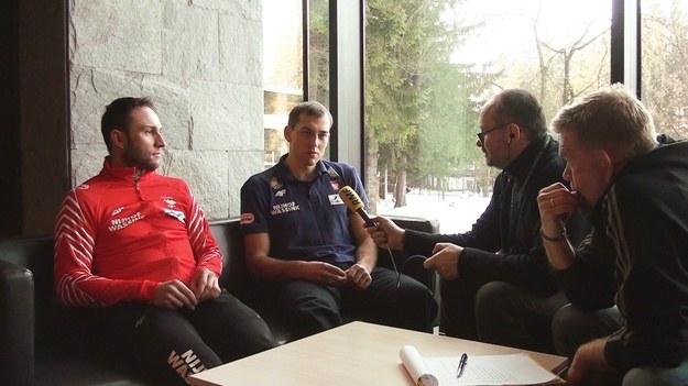 Konrad Niedźwiedzki (z lewej) i Zbigniew Bródka w rozmowie z dziennikarzami RMF FM /Jacek Skóra /RMF FM