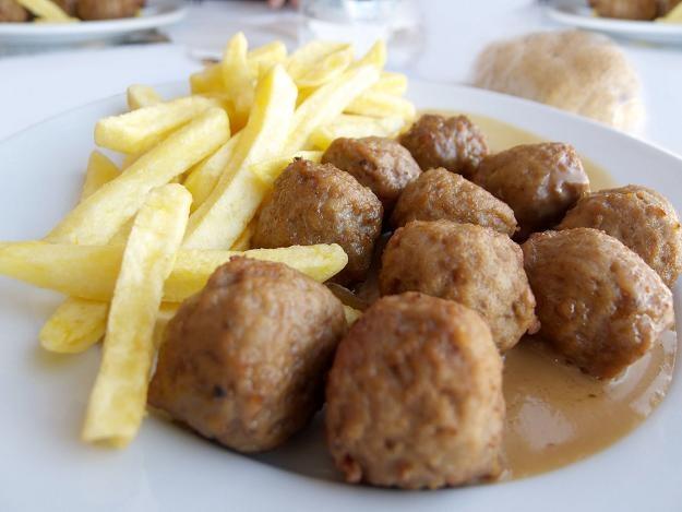 Końskie mięso wykryto w tradycyjnych klopsikach köttbullar serwowanych w sklepach IKEA /©123RF/PICSEL