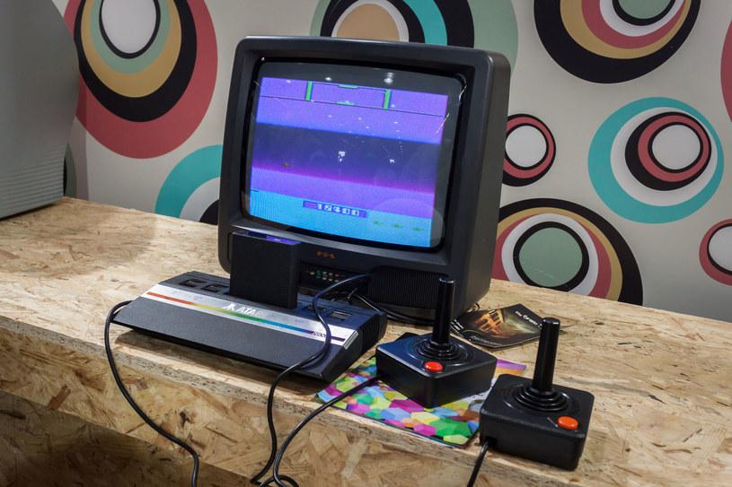 Konsola Atari 2600 - tak niegdyś prezentowały się domowe stanowiska graczy /123RF/PICSEL