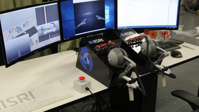Konsola sterowania robotem HeroSurg /123RF/PICSEL