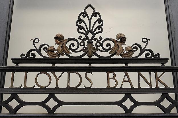Konsorcjum bankowe Lloyds odebrało grupie swoich dyrektorów 2 miliony funtów rocznych premii /AFP